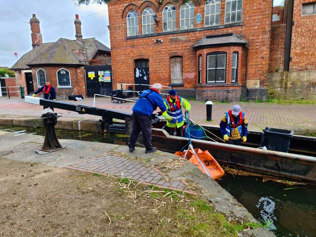 canal trust volunteers